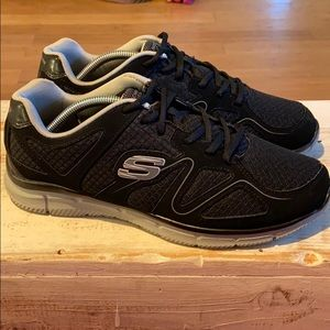 Skechers lite-weight wide shoes. M10.